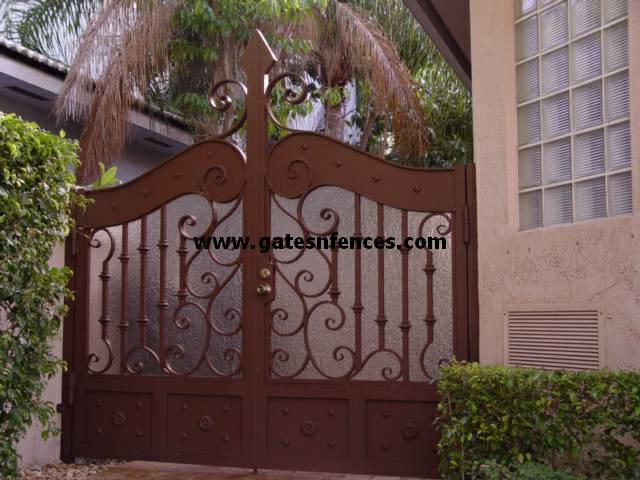 Privacy Yard A Gate For Privacy Fence Builder Privacy Gate Design