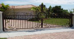 Large Driveway Sliding Gate with Gate openers